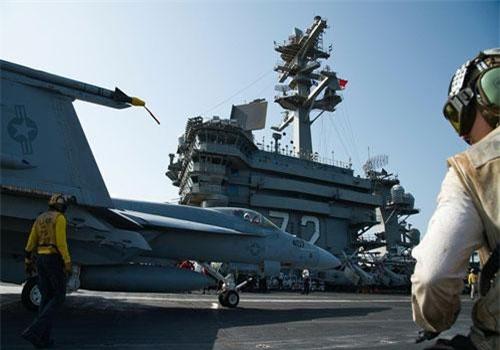 """Tàu sân bay Mỹ đậu ngoài Vùng Vịnh, đợi """"nắn gân"""" Iran"""