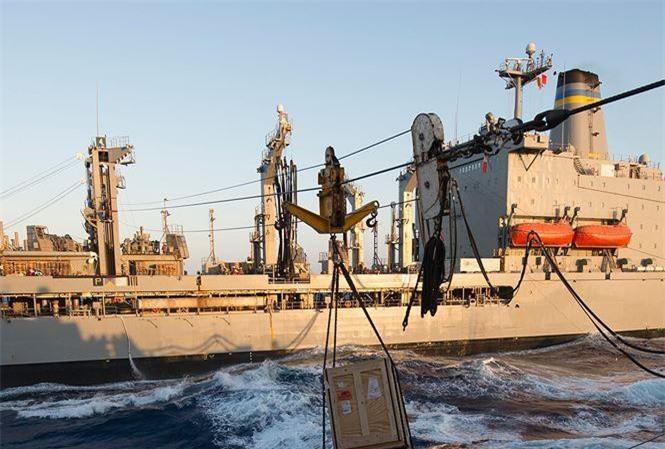Một tàu vận tải của quân đội Mỹ.