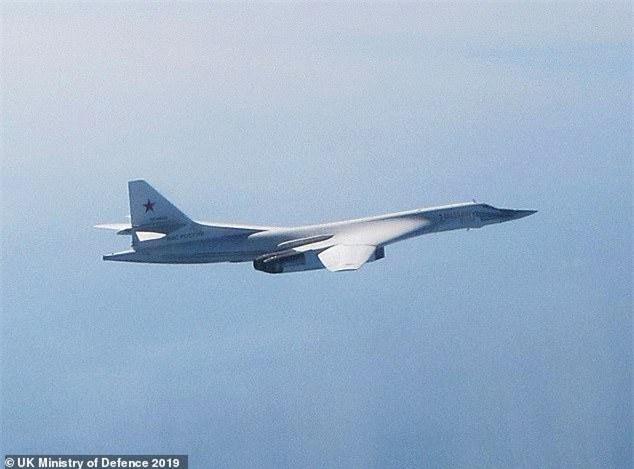 Thông tin mật về máy bay ném bom mới của Putin bị tuồn sang Anh theo cách không ngờ