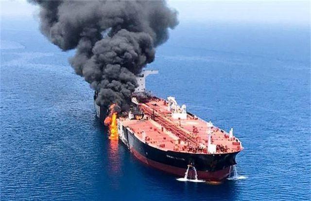 Thế giới chia rẽ vì Mỹ cáo buộc Iran tấn công tàu dầu ở vịnh Oman - 1