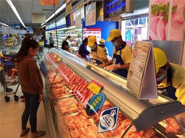 """TPHCM: Nhiều siêu thị đồng loạt giảm giá thịt heo giữa """"bão táp"""" dịch tả - 3"""
