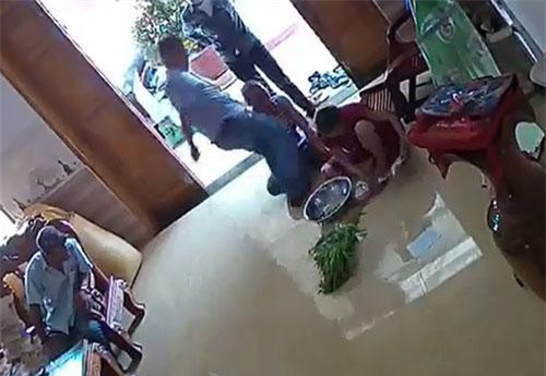 Quảng Nam: Khởi tố nhóm côn đồ xông vào nhà hành hung phụ nữ