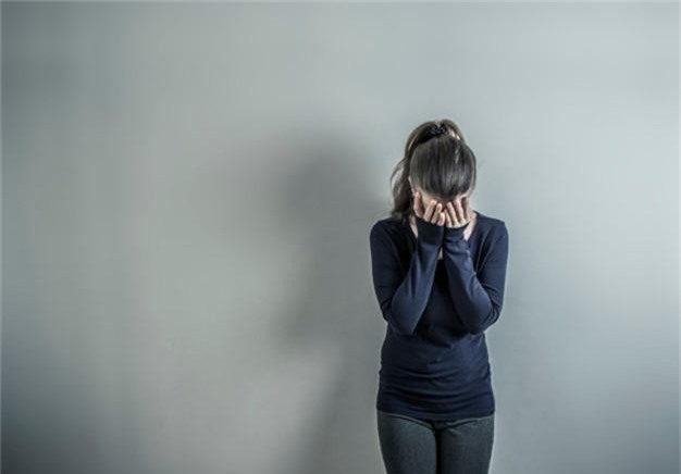 depressed-with-woman-girl-is-sad-room_8119-1117