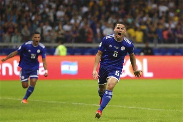 Messi ghi bàn, Argentina may mắn thoát thua Paraguay - 2