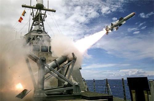 Hệ thống chống hạm cũng không có gì đặc biệt với 8 ống phóng tên lửa hành trình Harpoon (tầm bắn 140km). Nguồn ảnh: Wikipedia