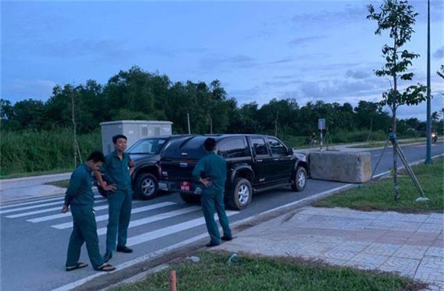 Vật lạ nghi là lựu đạn nằm lăn lóc ven đường ở dự án Khu Công nghệ cao - 1