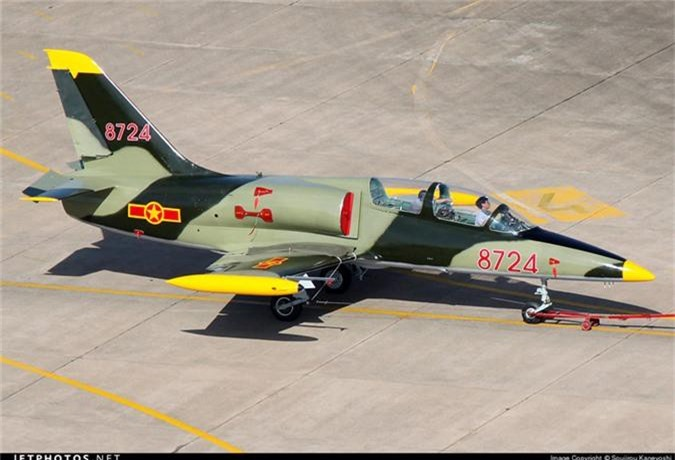 Kham pha cap may bay huan luyen moi phi cong KQND Viet Nam-Hinh-9