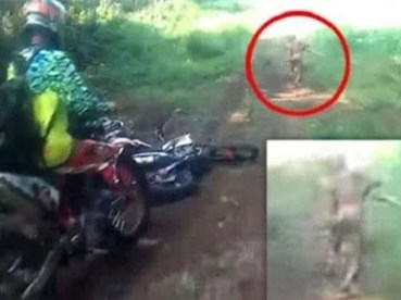 CLIP: Phượt thủ Indonesia bị 'quái vật' giống yêu tinh tấn công