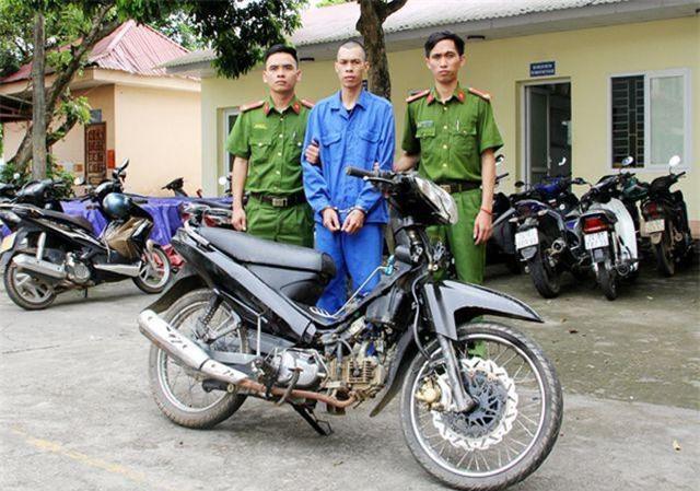 Lào Cai: Dùng súng ngắn uy hiếp nhân viên ngân hàng để cướp tiền