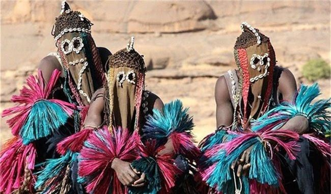 Bộ tộc này cách ly hoàn toàn khỏi văn minh nhân loại nhưng lại kế thừa một nền văn hóa phong phú.