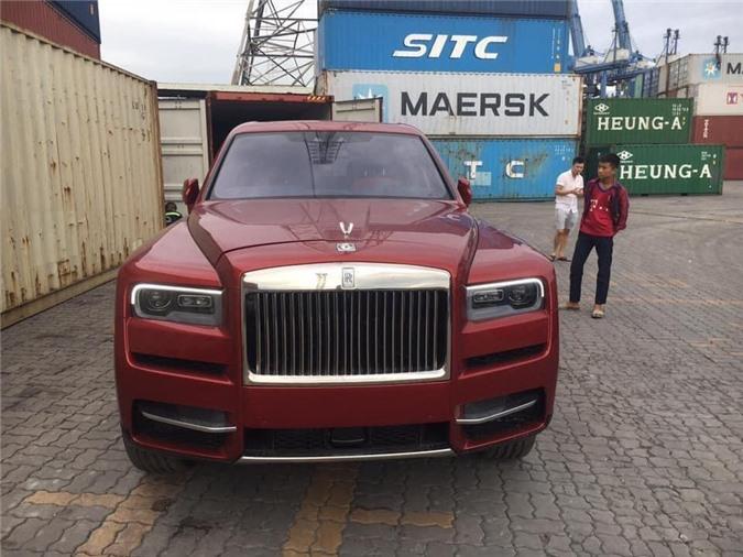 Rolls-Royce Cullinan thứ tư hơn 41 tỷ màu độc về Việt Nam.