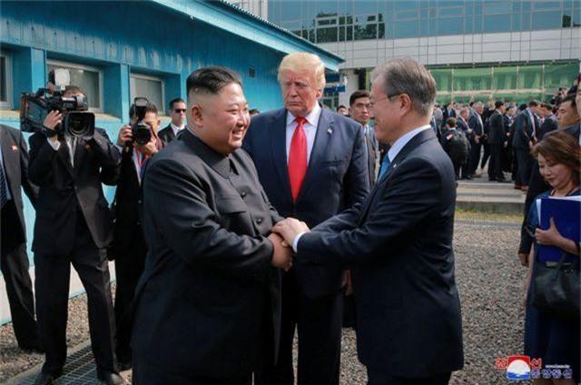 """Cuộc gặp Trump - Kim: Cái bắt tay lịch sử tại """"tượng đài"""" của sự chia cắt - 2"""