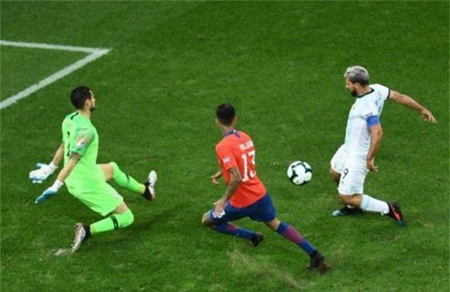 Messi nhận thẻ đỏ, Argentina nhọc nhằn giành hạng ba Copa America - 11