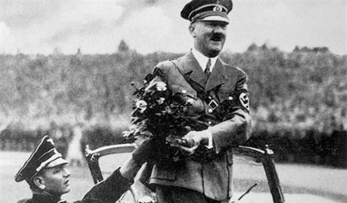 Sự thật 'sốc toàn tập' về kẻ đốt xác vợ chồng Hitler