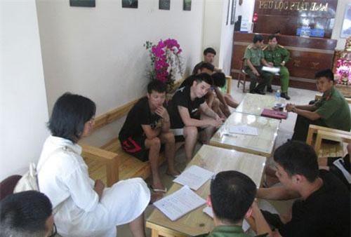 """Một nhóm người Trung Quốc vừa được phát hiện """"bao"""" nguyên khách sạn P.L. ở quận Thanh Khê, Đà Nẵng để tổ chức đánh bạc qua mạng."""