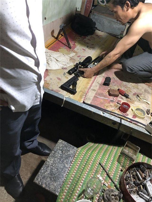 Một số vũ khí bị cơ quan công an thu giữ tại nhà đối tượng Tâm.