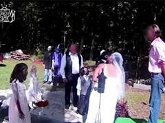 Clip: Cô gái quyết tâm kết hôn cùng búp bê thây ma dù gia đình ngăn cản