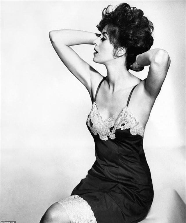 Vẻ đẹp thời trang nội y qua những khoảnh khắc nhiếp ảnh trong 100 năm qua - 6