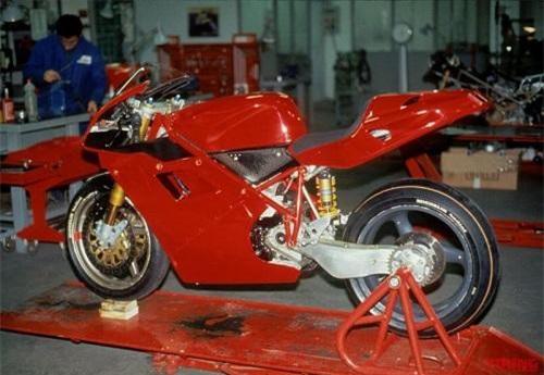 Nguyên mẫu Ducati 916.