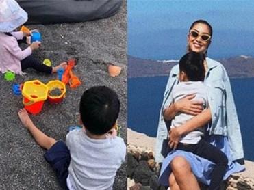 2 nhóc tỳ nhà Hà Tăng nghỉ hè sang chảnh ở Hy Lạp, Richard lớn phổng phao lắm rồi mà vẫn nũng nịu trong lòng mẹ