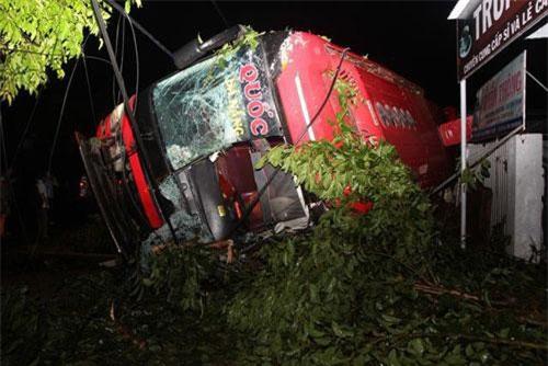 Đắk Lắk: Lật xe khách, 1 người tử vong, nhiều người bị thương