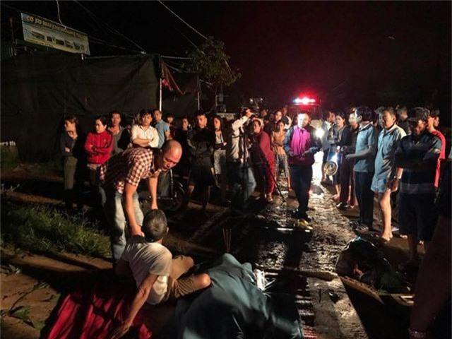 Lật xe khách, 1 người tử vong, nhiều người bị thương - 3