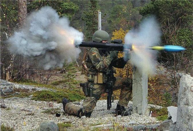 Di tim vu khi chong tang cam tay so 1 NATO-Hinh-2