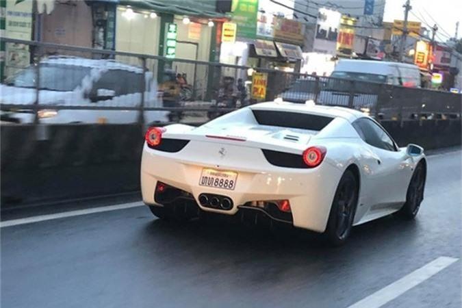 Hot girl Sai Gon tau sieu xe Ferrari 458 Spider bien Lao-Hinh-4