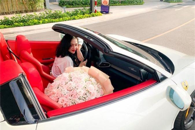 Hot girl Sai Gon tau sieu xe Ferrari 458 Spider bien Lao-Hinh-5