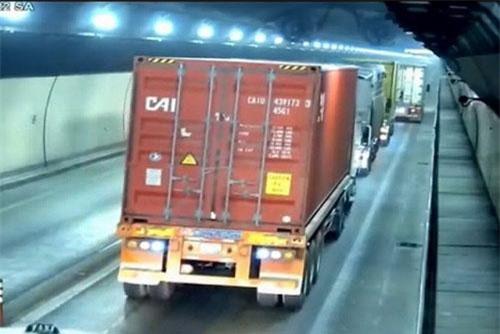 Xác minh đoàn xe vượt ẩu trong hầm Hải Vân