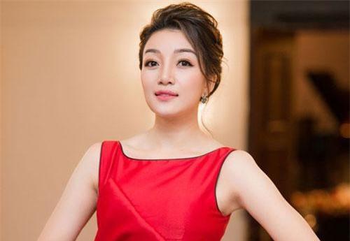 Phạm Thu Hà rạng rỡ trong ngày ra mắt album.