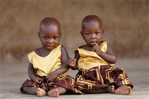 Chùm ảnh: Kỳ lạ làng sinh đôi ở Nigeria