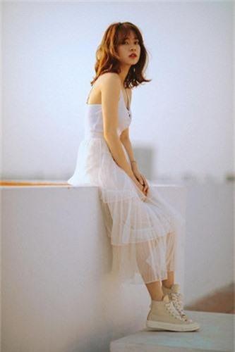 """Chuyen tu nhi nhanh sang dien deep, hot girl World Cup hut """"ca ro"""" fan-Hinh-10"""