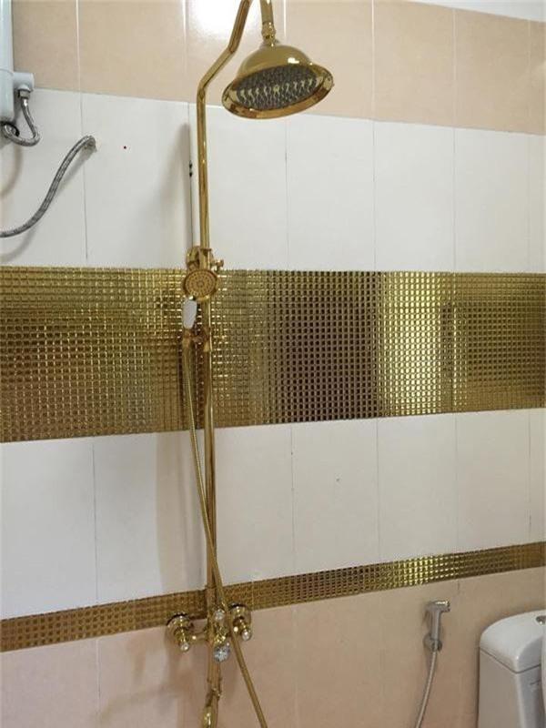 Nhà tắm với những vật dụng cao cấp.