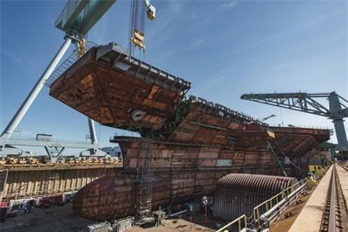 Mỹ đóng sắp xong siêu tàu sân bay Ford thứ hai, Nga mới có mô hình