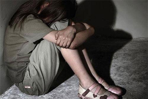 Phú Yên: Đang xem tivi, bé gái 9 tuổi bị hiếp dâm