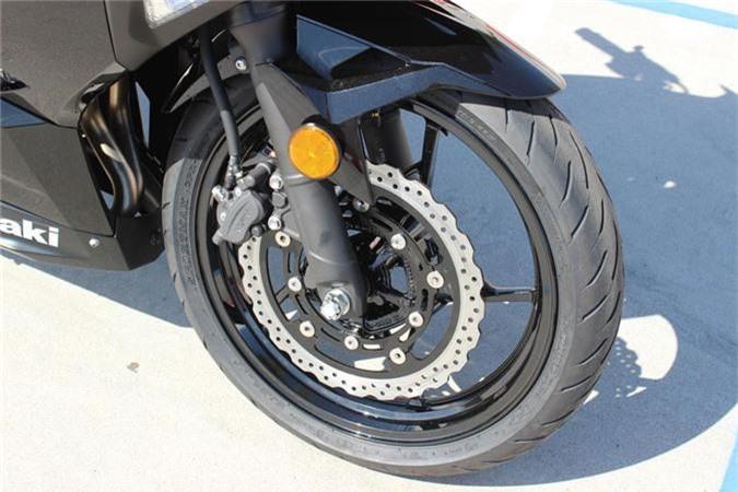 Kawasaki Ninja 400 ABS 2019 gia 153 trieu o Viet Nam co gi dac biet? hinh anh 13