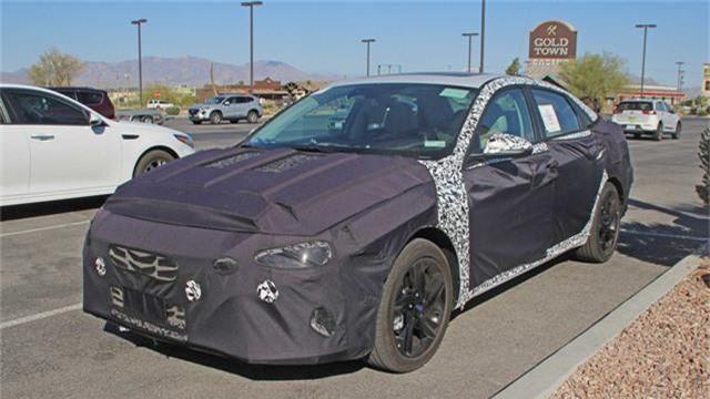 Hyundai Elantra mới lộ diện lần đầu.