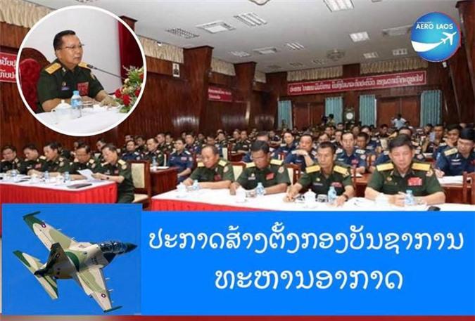 Tại buổi lễ, Phó chủ nhiệm Tổng cục Chính trị QĐND Lào, Trung tướng Sonethong Phommala đã trao quyết định bổ nhiệm Chính ủy và Tư lệnh Bộ tư lệnh Không quân, theo đó bổ nhiệm Thiếu tướng Phuluang Bualachan làm Chính ủy và Đại tá Khamlec Sengphachan làm Tư lệnh Bộ tư lệnh Không quân QĐND Lào. Nguồn ảnh: Laos Army Fanpage