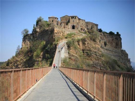 Khám phá thị trấn 2.500 năm tuổi ở nước Ý - 4