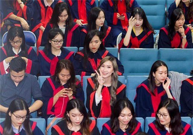 """""""Bông hồng"""" Lào gốc Việt xinh đẹp trong lễ tốt nghiệp tại Học viện Ngoại giao - 2"""
