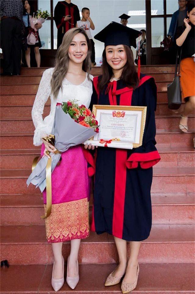 """""""Bông hồng"""" Lào gốc Việt xinh đẹp trong lễ tốt nghiệp tại Học viện Ngoại giao - 6"""