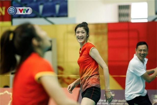 VTV Cup 2019: Buổi tập tràn đầy tiếng cười của ĐT bóng chuyền nữ Việt Nam - Ảnh 2.
