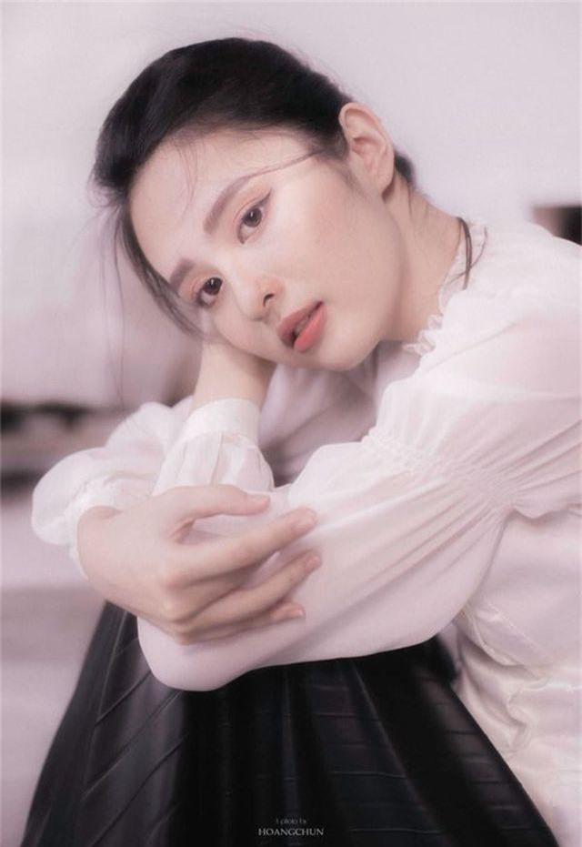 Hoa khôi Đại học Tôn Đức Thắng trong trẻo trong bộ ảnh thanh xuân - 4