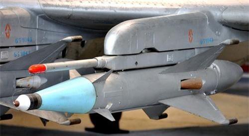 Tên lửa không đối không tầm ngắn K-5MS (RS-2US). Ảnh: Wikipedia.