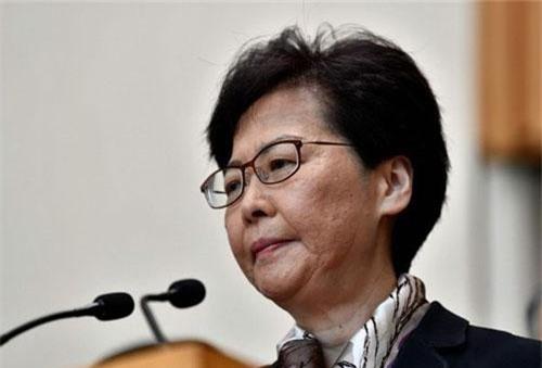 Trưởng đặc khu Lâm Trịnh Nguyệt Nga trong buổi họp báo sáng 5/8 (Ảnh: AFP)