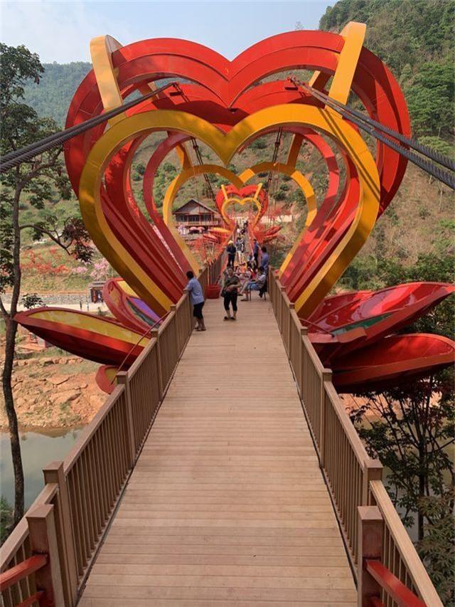 """Cận cảnh cây cầu kính trong suốt """"độc nhất, vô nhị"""" đầu tiên tại Việt Nam - 12"""