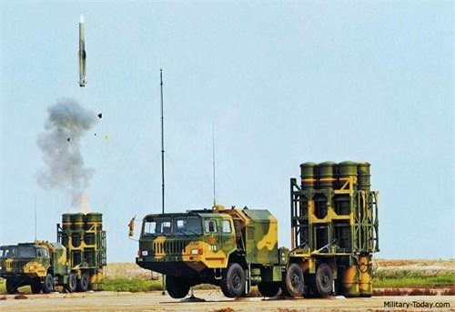 Tổ hợp tên lửa phòng không tầm trung HQ-16 của Trung Quốc. Ảnh: China Defence.