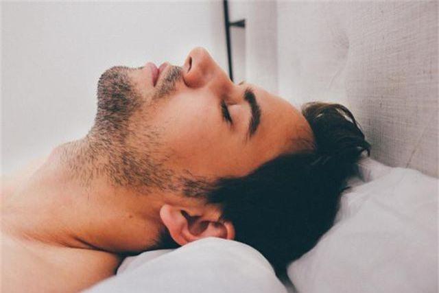 8 lý do khiến bạn ngáy như kéo gỗ - 1