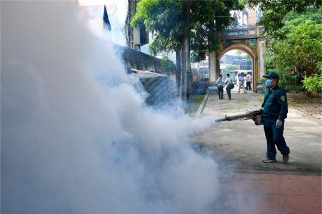 Hà Nội kích hoạt các đội đặc nhiệm chống dịch sốt xuất huyết - 11